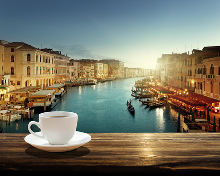 Foto de coffee on table and Venice in sunset time, Italy - Imagen libre de derechos