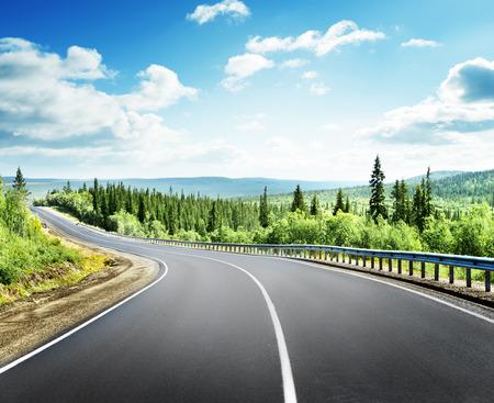 Photo pour road in north mountains - image libre de droit