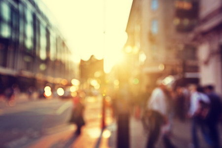 Photo pour people in bokeh, street of London - image libre de droit