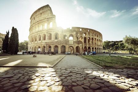 Photo pour Colosseum in Rome and morning sun, Italy - image libre de droit