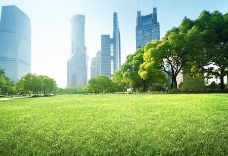Photo pour park in lujiazui financial centre, Shanghai, China - image libre de droit