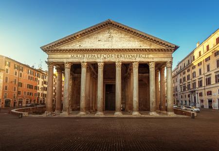 Photo pour Pantheon in Rome, Italy - image libre de droit