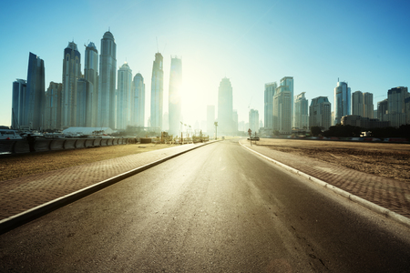 Photo pour road in Dubai, United Arab Emirates - image libre de droit
