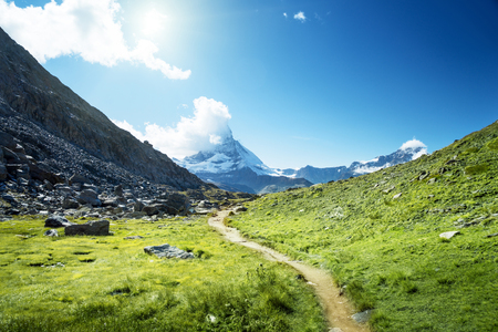 Photo pour ground way to Matterhorn peak, Switzerland - image libre de droit
