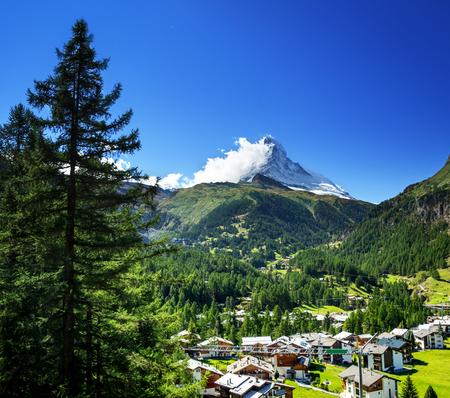 Foto de Zermatt village with peak of Matterhorn, Switzerland - Imagen libre de derechos