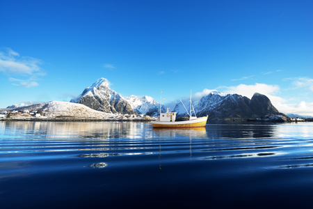 Photo pour fishing boat and Reine Village, Lofoten Islands, Norway - image libre de droit