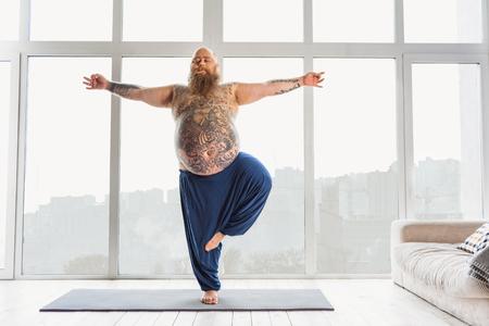 Foto de Calm fat man relaxing with meditation - Imagen libre de derechos