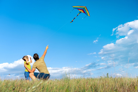 Photo pour Joyful father and child playing together on grassland - image libre de droit