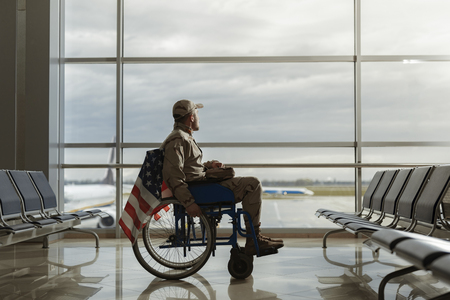 Photo pour Side view of military man sitting in wheelchair - image libre de droit