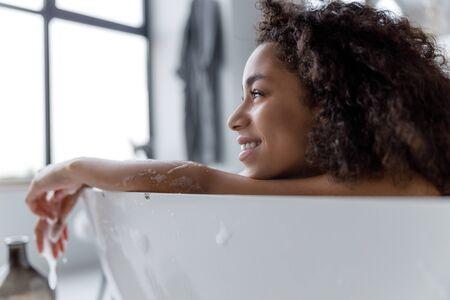 Foto de Charming Afro American woman relaxing in bath - Imagen libre de derechos