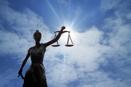 Photo pour Silhouette of Lady of Justice and light of God - image libre de droit
