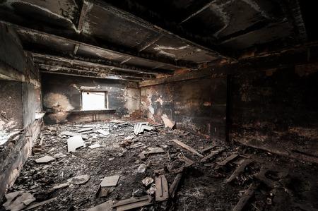 Foto de Abandoned building after fire - Imagen libre de derechos