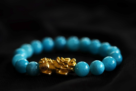 Foto de Gold PiXiu, Chinese style amulet for healthy and wealthy, unisex accessories by making bracelet or decorating on working table and office, have space for write wording - Imagen libre de derechos