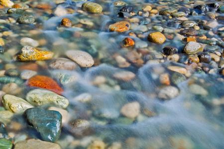 Photo pour Pebble stones in the river water close up view, natural background - image libre de droit