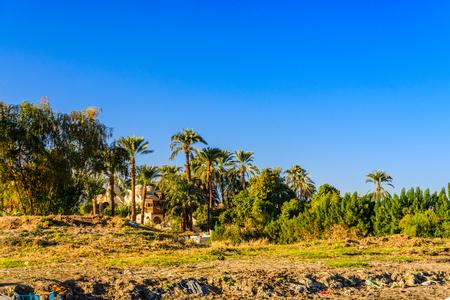 Photo pour Residential buildings on a bank of Nile river in Luxor, Egypt - image libre de droit