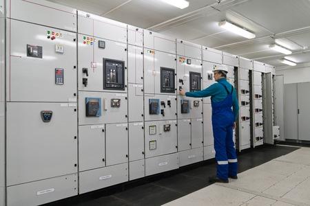 Foto de Man is in electrical energy distribution substation - Imagen libre de derechos