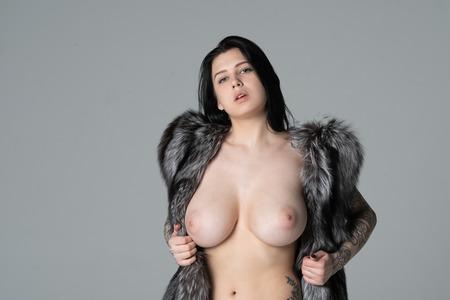 Foto de young beautiful girl posing nude in the studio - Imagen libre de derechos