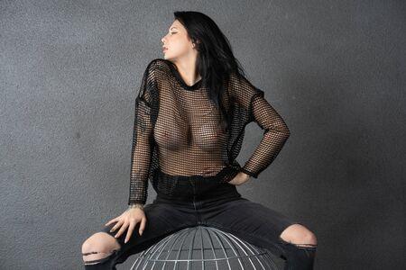 Photo pour young beautiful girl posing nude in studio in black - image libre de droit