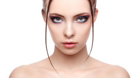 Foto de Beautiful spa model girl with perfect fresh clean skin, wet effect on her face and body, high fashion and beauty portrait , creative makeup theme , strobing or highlighting makeup, look at the camera  - Imagen libre de derechos