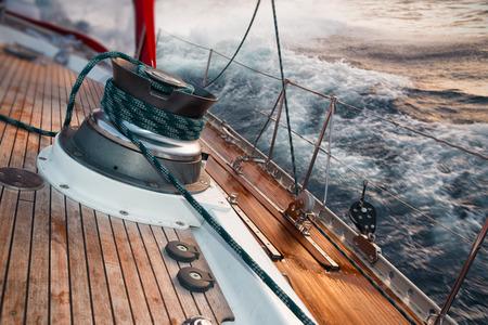 Foto de sail boat under the storm, detail on the winch - Imagen libre de derechos
