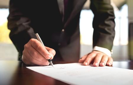Photo pour Businessman Signing A Legal Document - image libre de droit