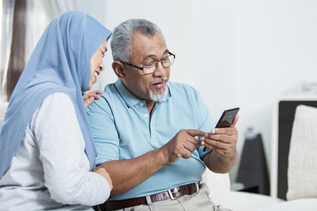 Photo pour Senior couple checking the smartphone - image libre de droit