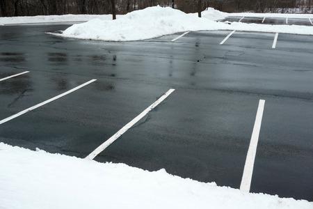 Foto de empty parking lot with snow removed - Imagen libre de derechos