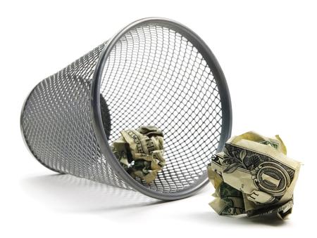 Photo pour Trash Can Bin With Cash - image libre de droit