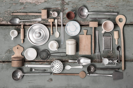 Foto de Old miniatures of kitchen equipment for decoration in vintage style. - Imagen libre de derechos