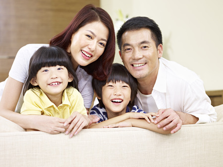 Photo pour portrait of an asian family with two children, happy and smiling. - image libre de droit