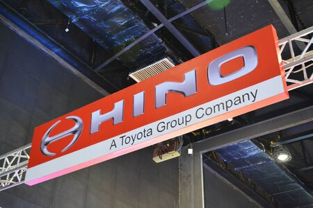Foto de PASAY, PH - AUG. 17: Hino motors exhibit booth signage on August 17, 2018 at Transport and Logistics in World Trade Center Metro Manila, Pasay, Philippines. - Imagen libre de derechos