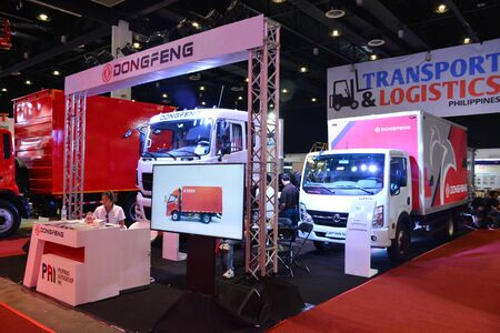 Foto de PASAY, PH - AUG. 17: Dongfeng truck on August 17, 2018 at Transport and Logistics in World Trade Center Metro Manila, Pasay, Philippines. - Imagen libre de derechos