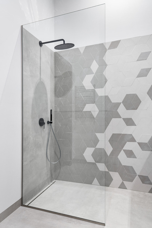 Photo pour Modern bathroom in gray and white with walk in shower - image libre de droit