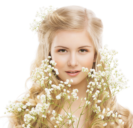 Foto de Woman Beauty Portrait, Young Girl with Flower and Blond Hair, Smooth Skin Makeup, Natural Cosmetics Concept, Isolated over White Background - Imagen libre de derechos