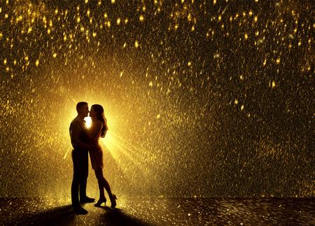 Photo pour Kissing Couples Silhouette, Contour of Young Couple Falling in Love, Valentine s Dating Kiss - image libre de droit