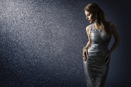 Photo pour Silver Dress, Fashion Model Posing in Sparkling Sexy Gown, Elegant Woman Beauty Portrait on Lighting Sparkles Background - image libre de droit