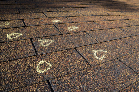 Photo pour Insurance Adjuster marked hail damage on a insureds roof. - image libre de droit