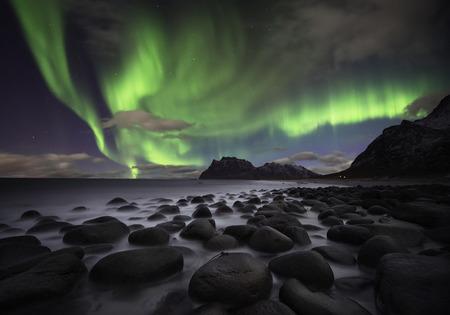 Photo pour Beautiful aurora over the Lofoten islands, Norway - image libre de droit