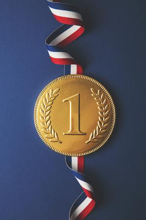 Photo pour Gold first place winners medal. Success achievement concept - image libre de droit