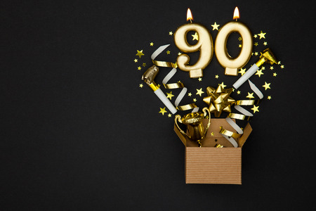 Photo pour Number 90 gold celebration candle and gift box background - image libre de droit