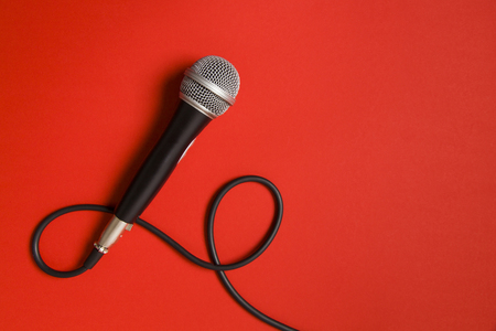 Photo pour microphone and lead on a bright red background. - image libre de droit