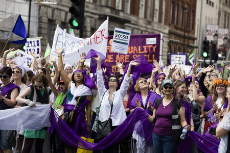 Photo pour LONDON, UK - JUNE 10th 2018: Thousands of woman and girls march in London celebrating 100 years of the women's vote and gender equality, organised by 14-18 Now and artichoke. - image libre de droit