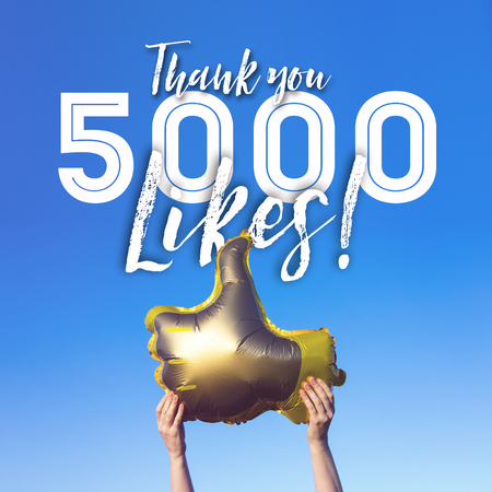 Photo pour Thank you 5000 likes gold thumbs up like balloons social media template banner - image libre de droit
