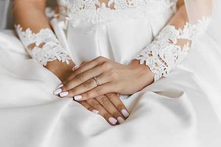 Photo pour Beautiful female hands with the wedding ring and elegant manicure - image libre de droit