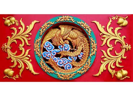 Photo pour Close up carved phoenix on the wall sculpture in Chinese temple - image libre de droit
