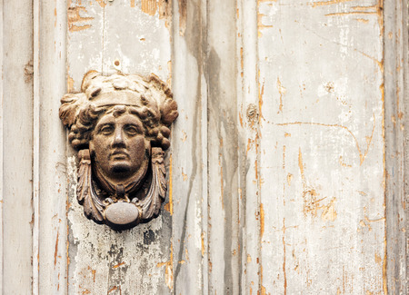 Photo pour Exterior vintage door knocker metal circle on a wooden door of an ancient building in Catania, Sicily, Italy - image libre de droit