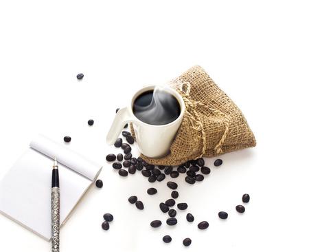 Foto de Coffee cup and coffee beans on white background - Imagen libre de derechos