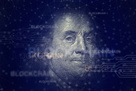Foto de Benjamin franklin with blockchain. Cryptocurrency and traditional money on networking connection background - Imagen libre de derechos