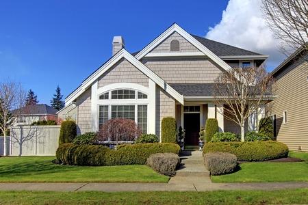 Photo pour Classic new beige American house exterior in the spring  - image libre de droit