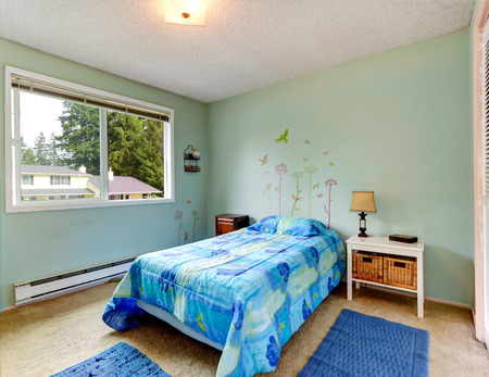 Photo pour Aqua tones small bedroom interior with blue bed and rugs - image libre de droit